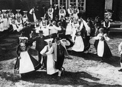 Folkedans på Mølstertunet