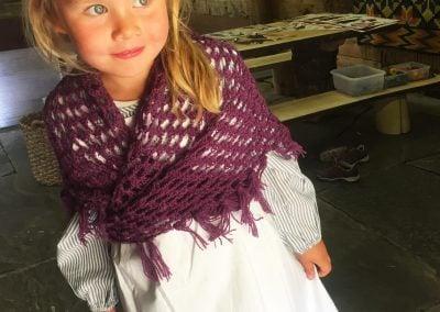 Jente i floren Mølstertunet, Voss folkemuseum_b